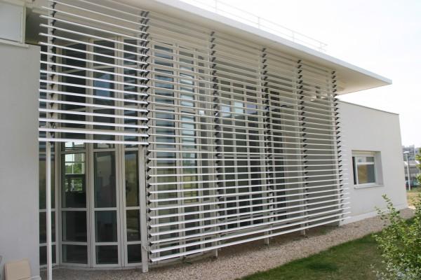 brise soleil fixe et mobile le volet menuiserie en aluminium. Black Bedroom Furniture Sets. Home Design Ideas